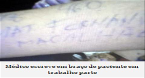 médico escreve em braço de gravida
